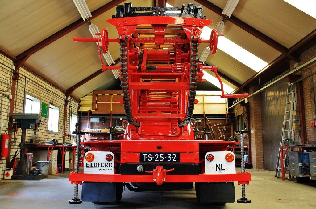 metz-ladder-op-bedford-j2-ladderwagen