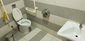 Zelfs in winkelcentrum de TEG nabij Tirana, de hoofdstad van Albanië, vond Ralph Stoové van Ragasto een goed aangegeven openbaar toilet dat ook nog eens toegankelijk is voor mindervaliden