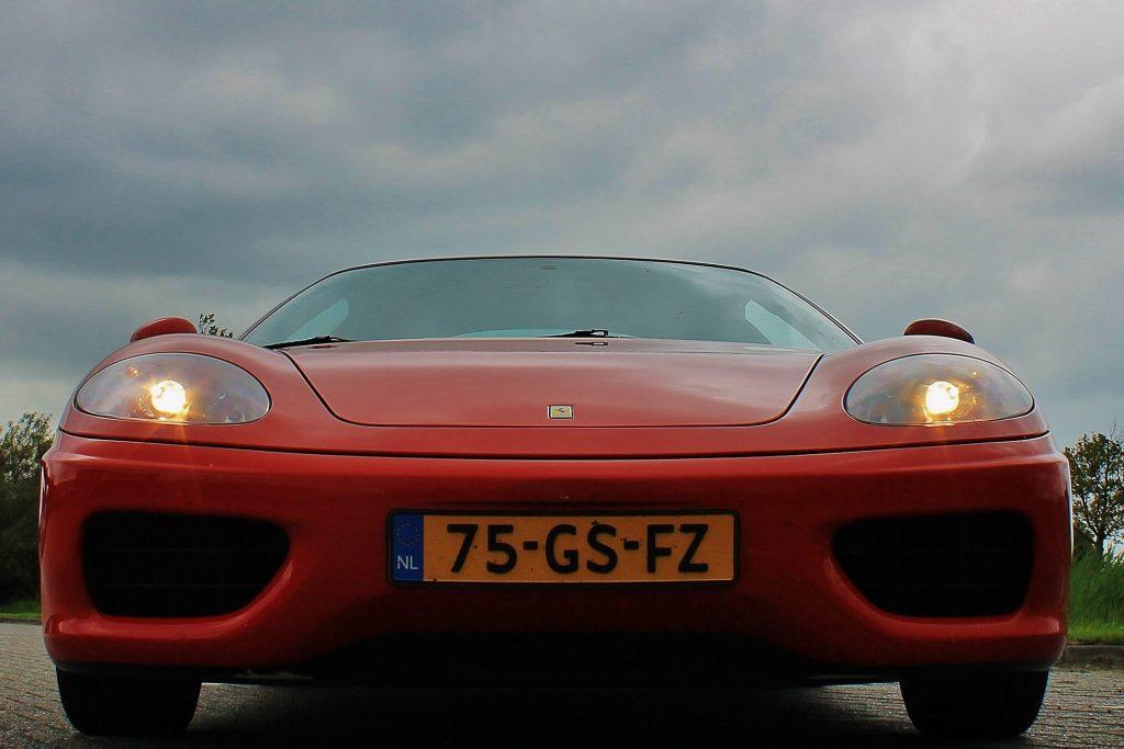 Foto van de voorkant van de Ferrari 360 Modena gemaakt door Ralph Stoove