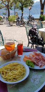 Foto door Ralph Stoove van eten in Italië waarbij we Aperol leerden kennen en bestelden het in Nederland bij de Albert Heijn