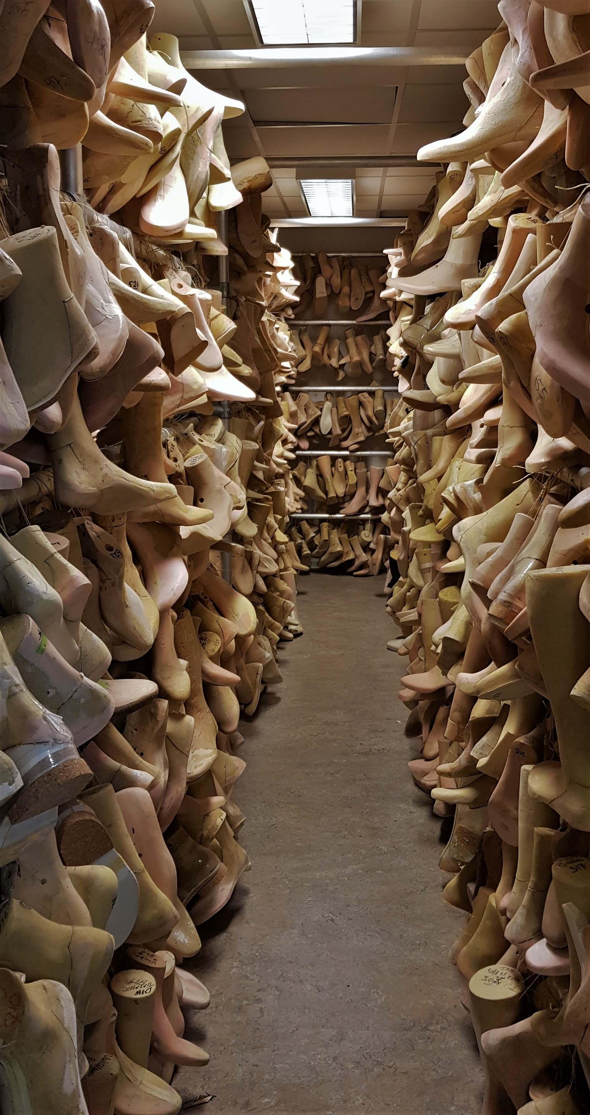 9e5629f8cf1 opslag van de leesten waarvan volledig orthopedische schoenen gemaakt worden  lijkt op voeten