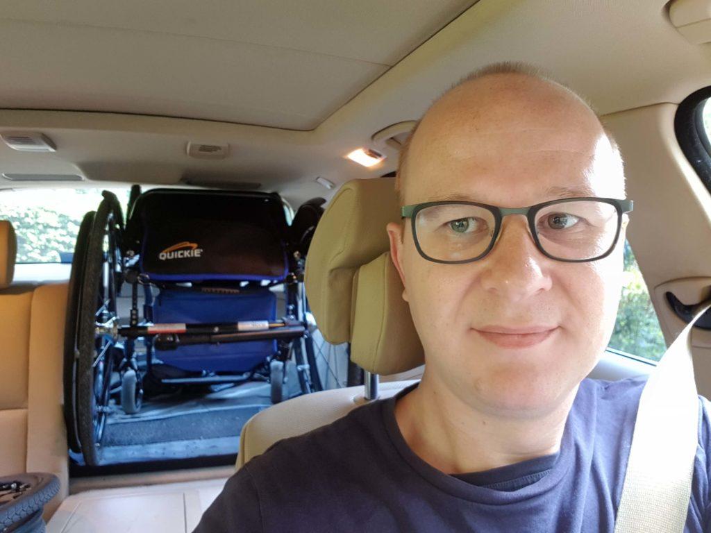 Quickie Argon2 rolstoel is zwaarder dan Helium dus niet zonder pijn in auto te tillen
