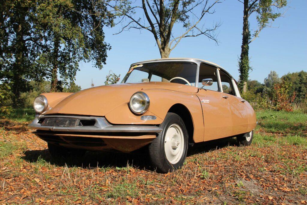 Foto van de Citroën ID19 van Maus Gatsonides en Andre Jetten gefotografeerd door Ralph Stoove voor Klassiek en Techniek