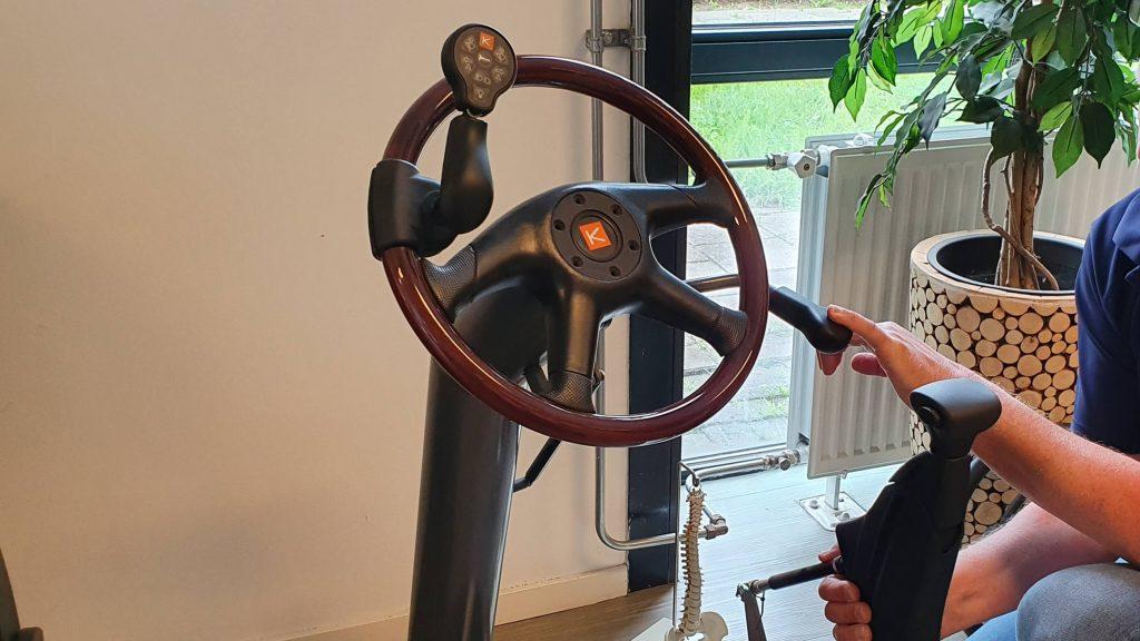 foto van proefopstelling stuurknop op autostuur en Veigel compact II push-pull systeem als auto-aanpassingen