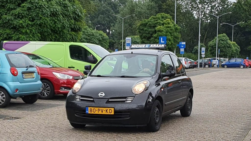 Foto van Nissan Micra van autorijschool Michiel Kraan waar je aangepast autorijden kan leren